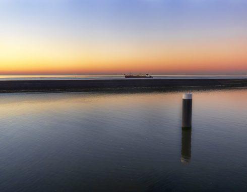 Ondergaande zon met schip